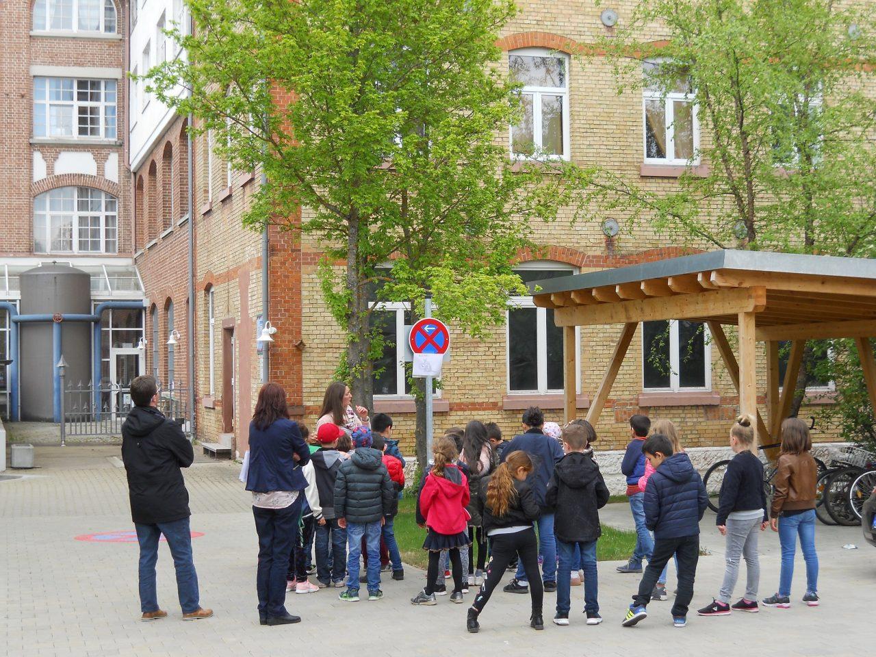 Die Führung für Zweitklässler beinhaltet eine Outdoor-Rallye rund um das Uhrenindustriemuseum.